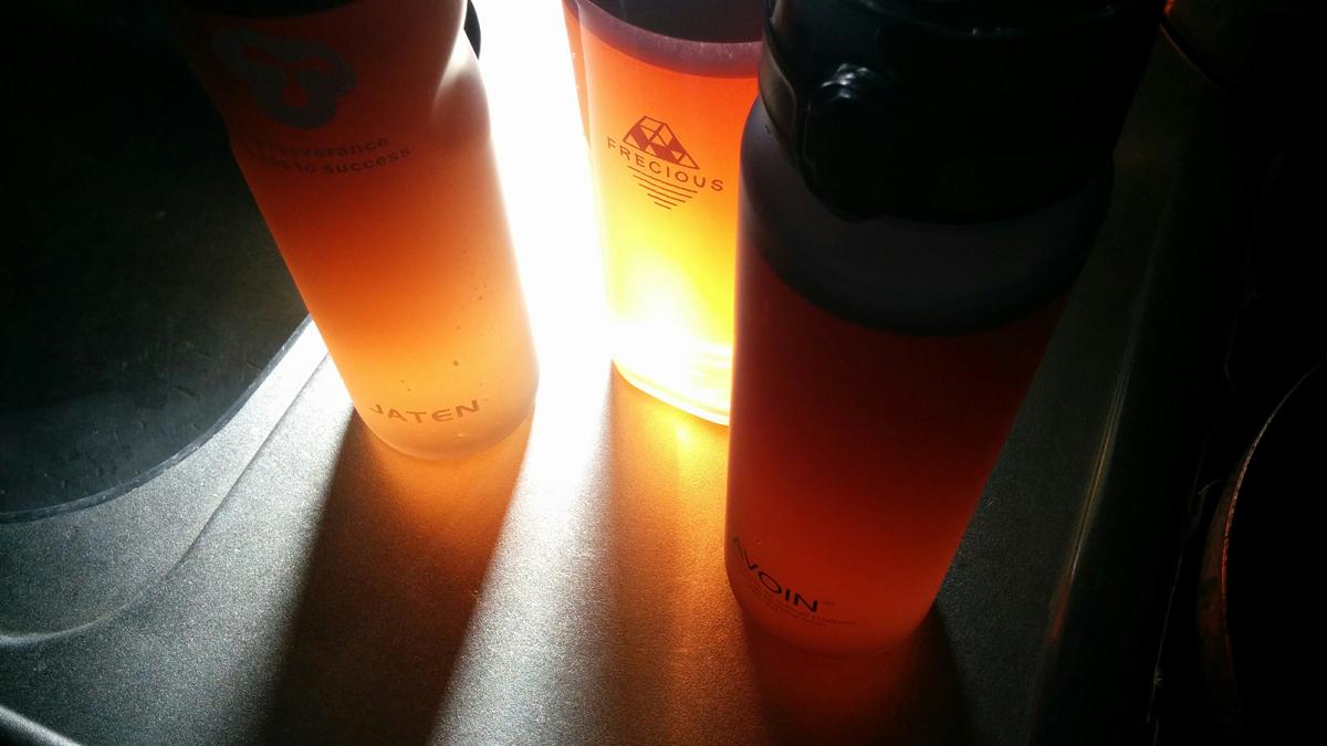 オレンジ色の液体が3リットル用意されてる