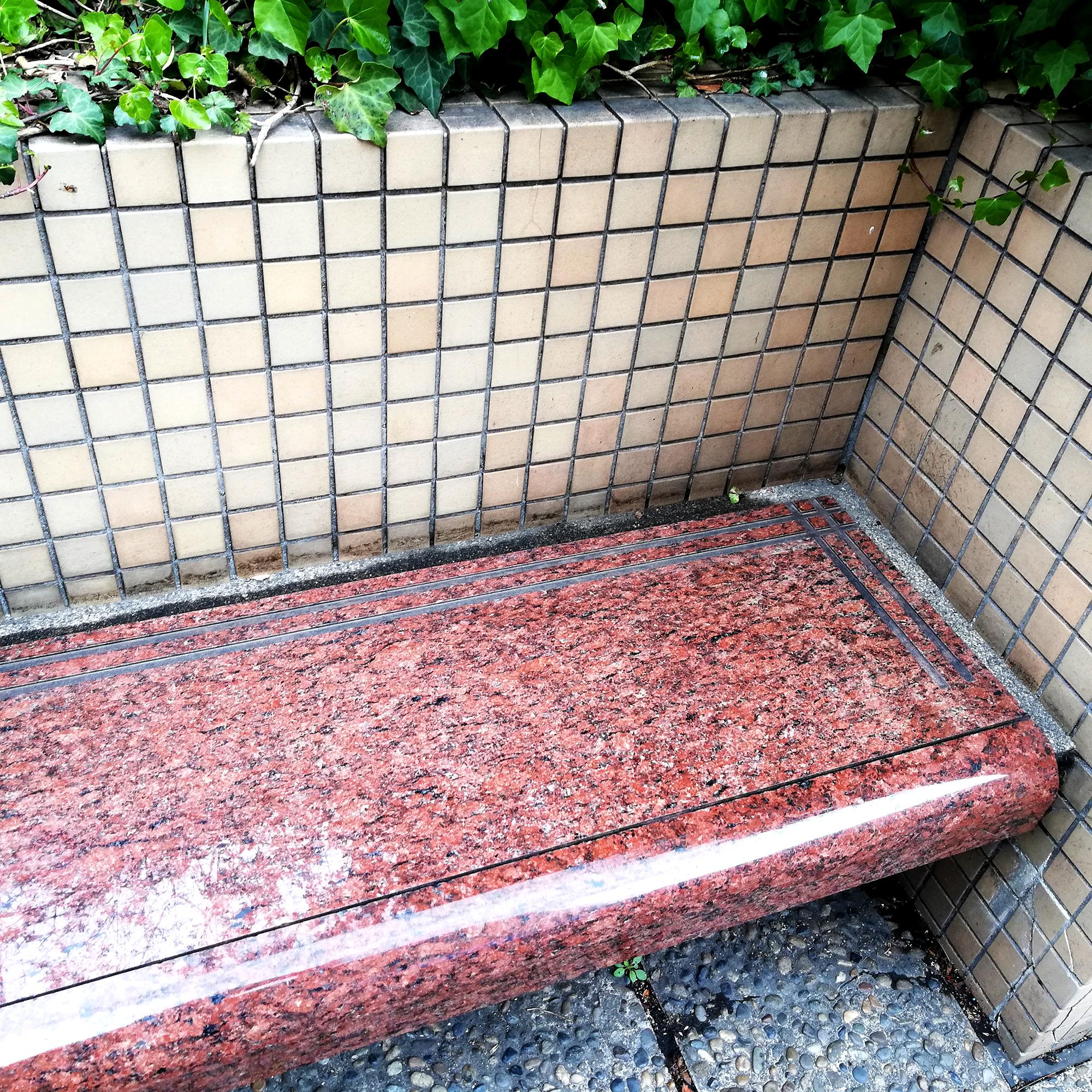 虎ノ門ヒルズの温いベンチ